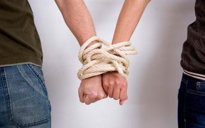 Отношения между зависимыми людьми